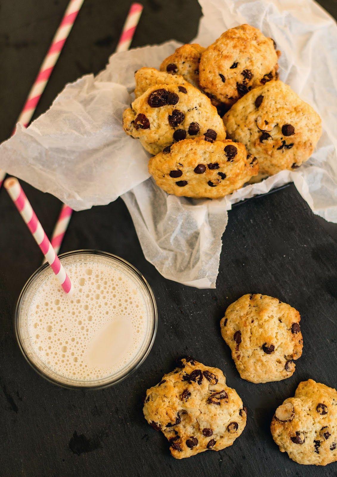 Mniumniu Kuchnia Roslinna Weganskie Miekkie Ciastka Z Czekolada Orzechami I Rodzynkami Food Desserts Cookies