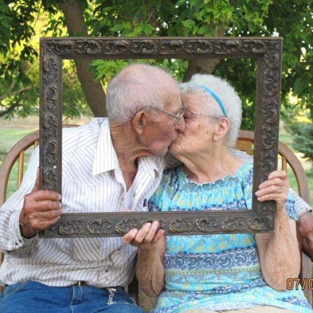 Abuelos felices.