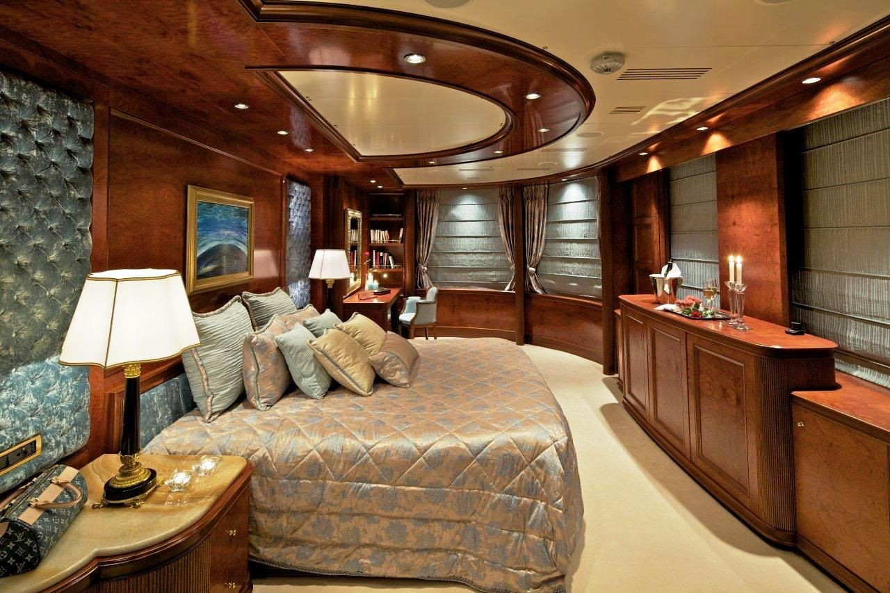 Mega Luxury Yachts Aboard Luxury Yacht O Mega 82m