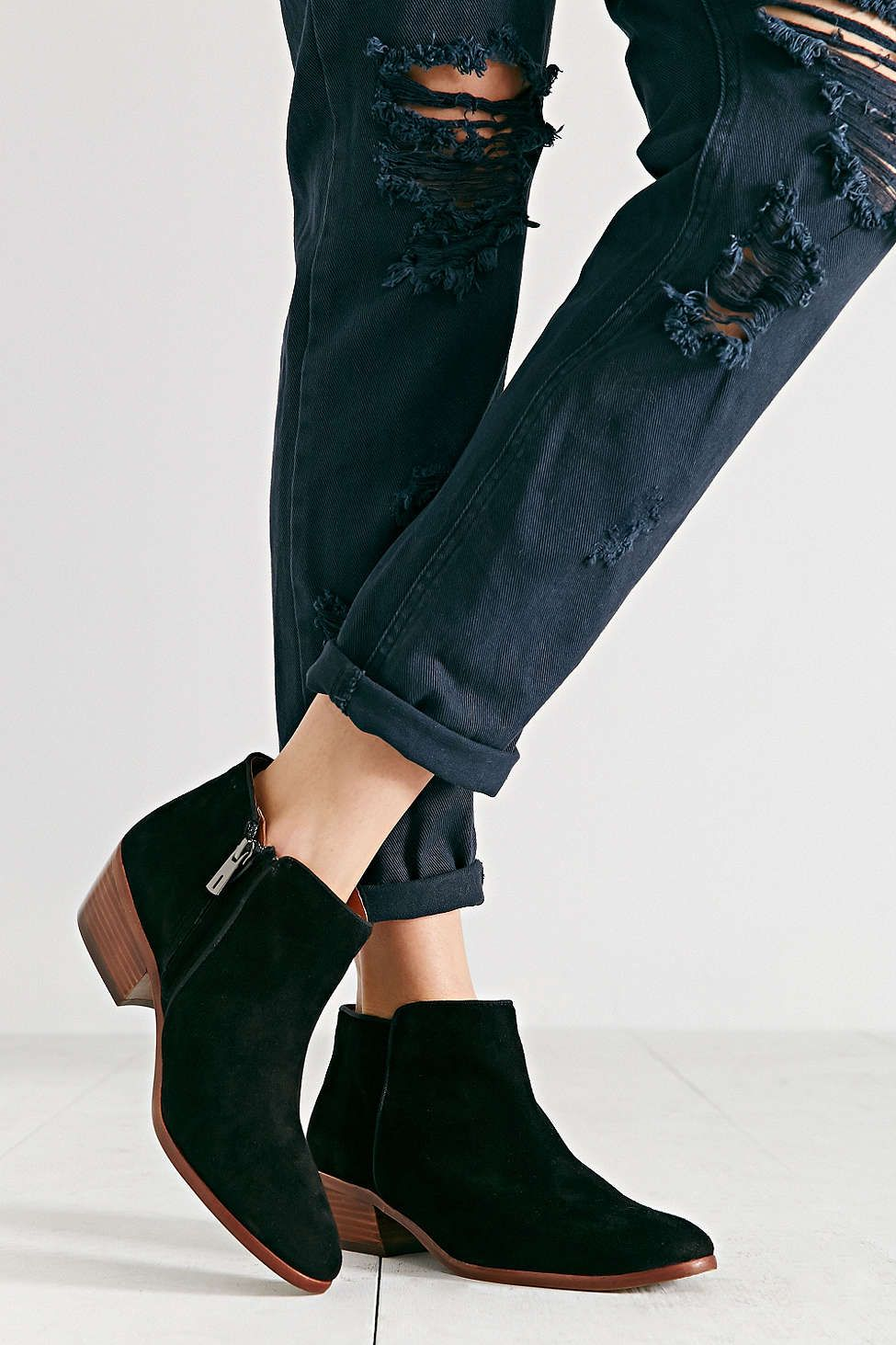 38594e5e4 ... sophisticated shoes -sam Petty. Boots + Booties for Women. inspo  love  the edgy dark blue jeans with the sleek and sophisticated shoes  3