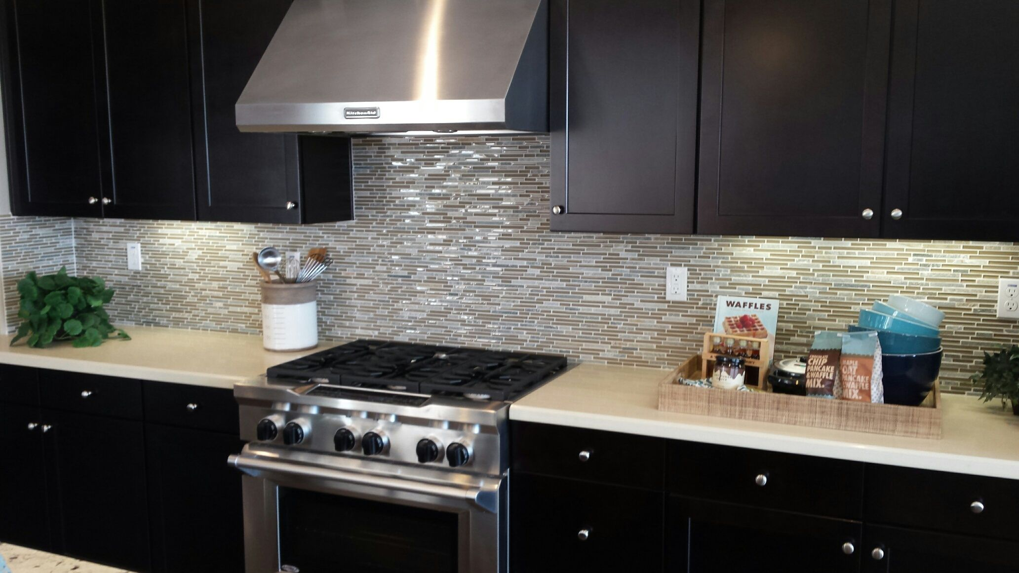 Happy Hump Day Walltilewednesday S Installation Features A Modern Kitchen Out Of San Leandro California Using Our Modern Kitchen Kitchen Tile Kitchen Photos