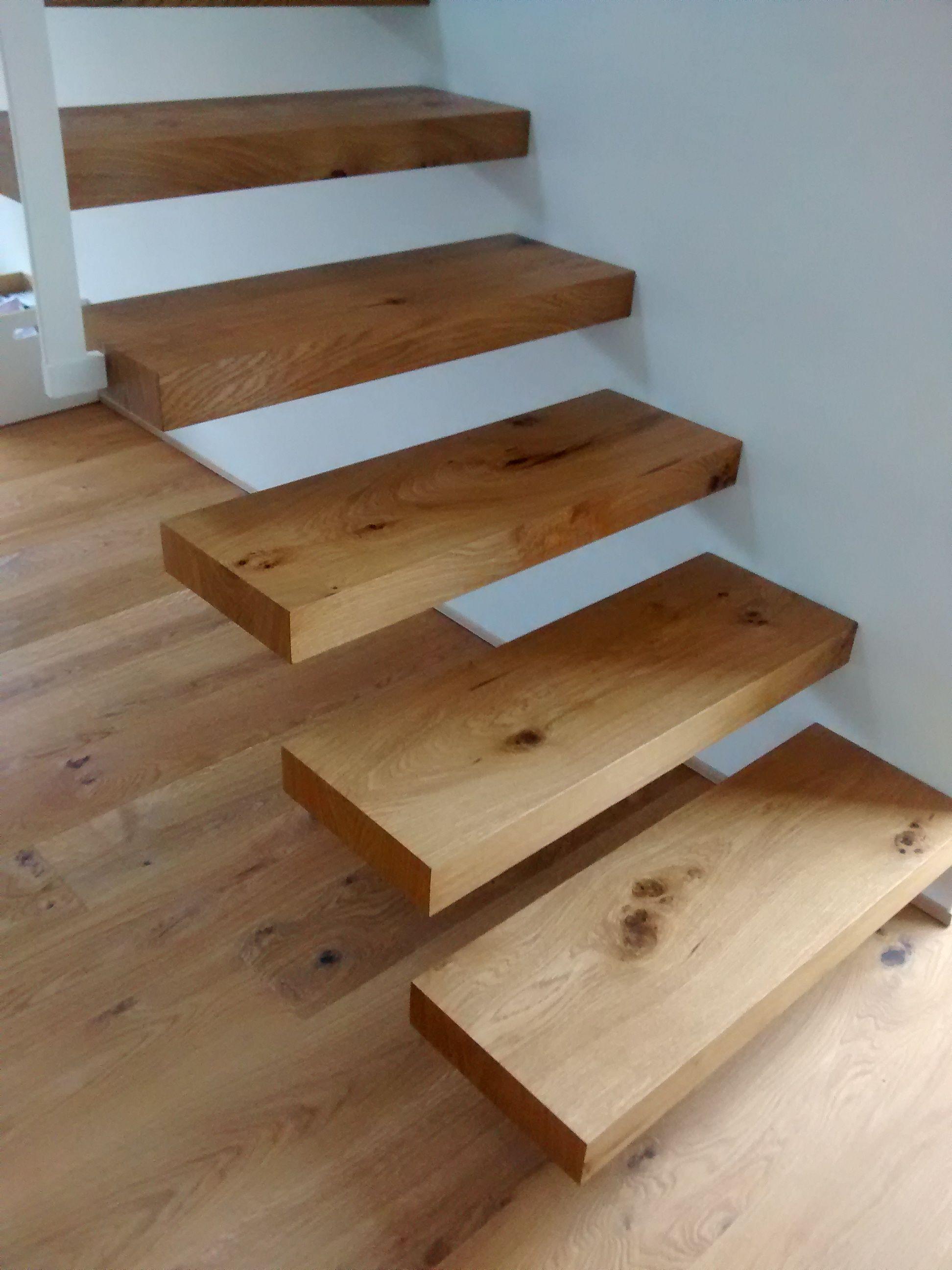 freitragende treppe in eiche wohnideen treppe freitragende treppe und treppe holz. Black Bedroom Furniture Sets. Home Design Ideas
