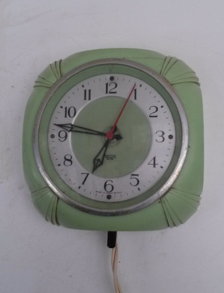 Retro Vintage Green Bakelite Smiths Sectric Electric Wall Clock Art Deco Style Wall Clock Art Deco Green Wall Clocks Vintage Clock