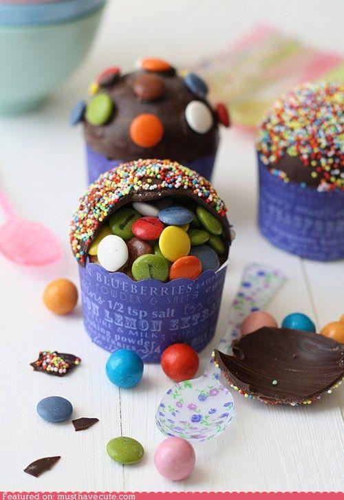 pinata cupcakes! less cake, moar candies.