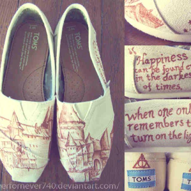 Hogwarts TOMS... I want them!