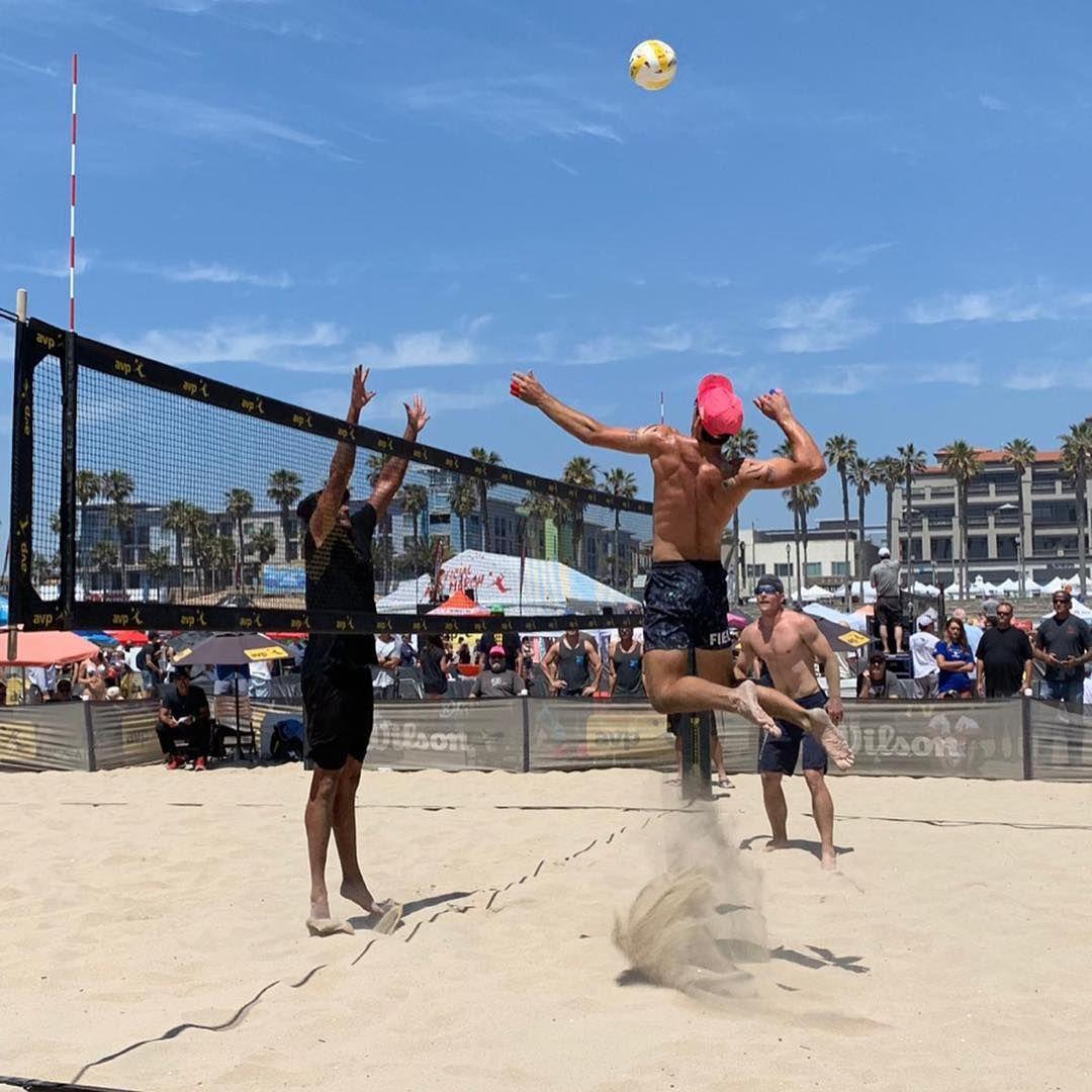 Hoy Disfrutamos Del Torneo Pro De Voleibol De Playa Avp The Association Of Volleyball Hoy Disfrutamos Del Torneo Pro De Vol Volleyball Playa Basketball Court