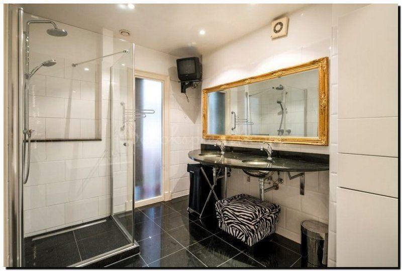 Badkamer Barok Meubels : Barok spiegel goud in zwart wit badkamer badkamer spiegel ideeen