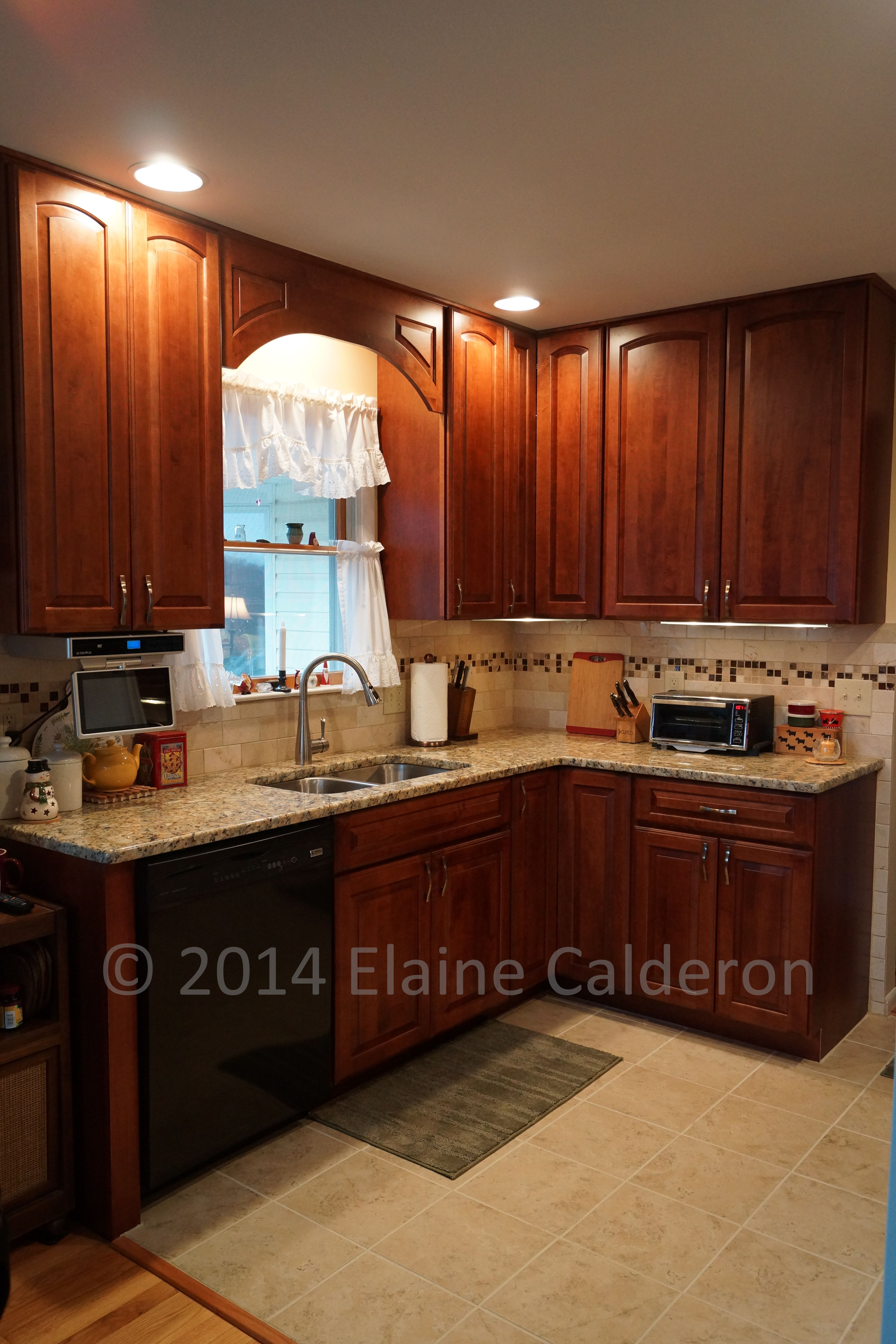 Medallion Gold Cabinetry Windwood Maple Door Rumberry Stained Finish Giallo Napoleon Granite