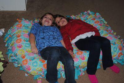 No sew floor pillow tutorial (it looks like the fleece blankets ...