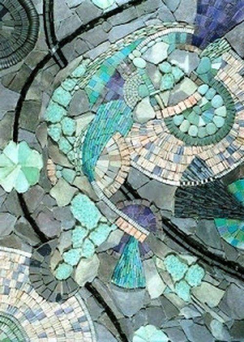 mosaik im garten abstrakte forrmen in blaugr n und lila garden design pinterest mosaics. Black Bedroom Furniture Sets. Home Design Ideas
