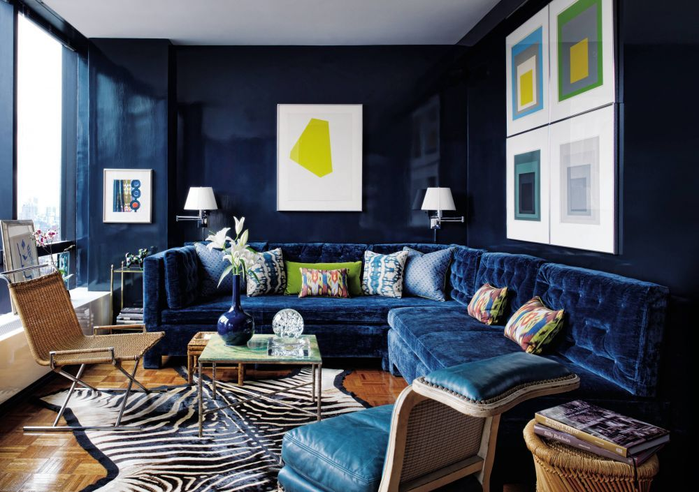 Love The Clean Contemporary Art Contrasting With Dark Walls Highly Sophisticated Room Yet A Bit Too Navy Blue Living Room Lacquered Walls Blue Living Room