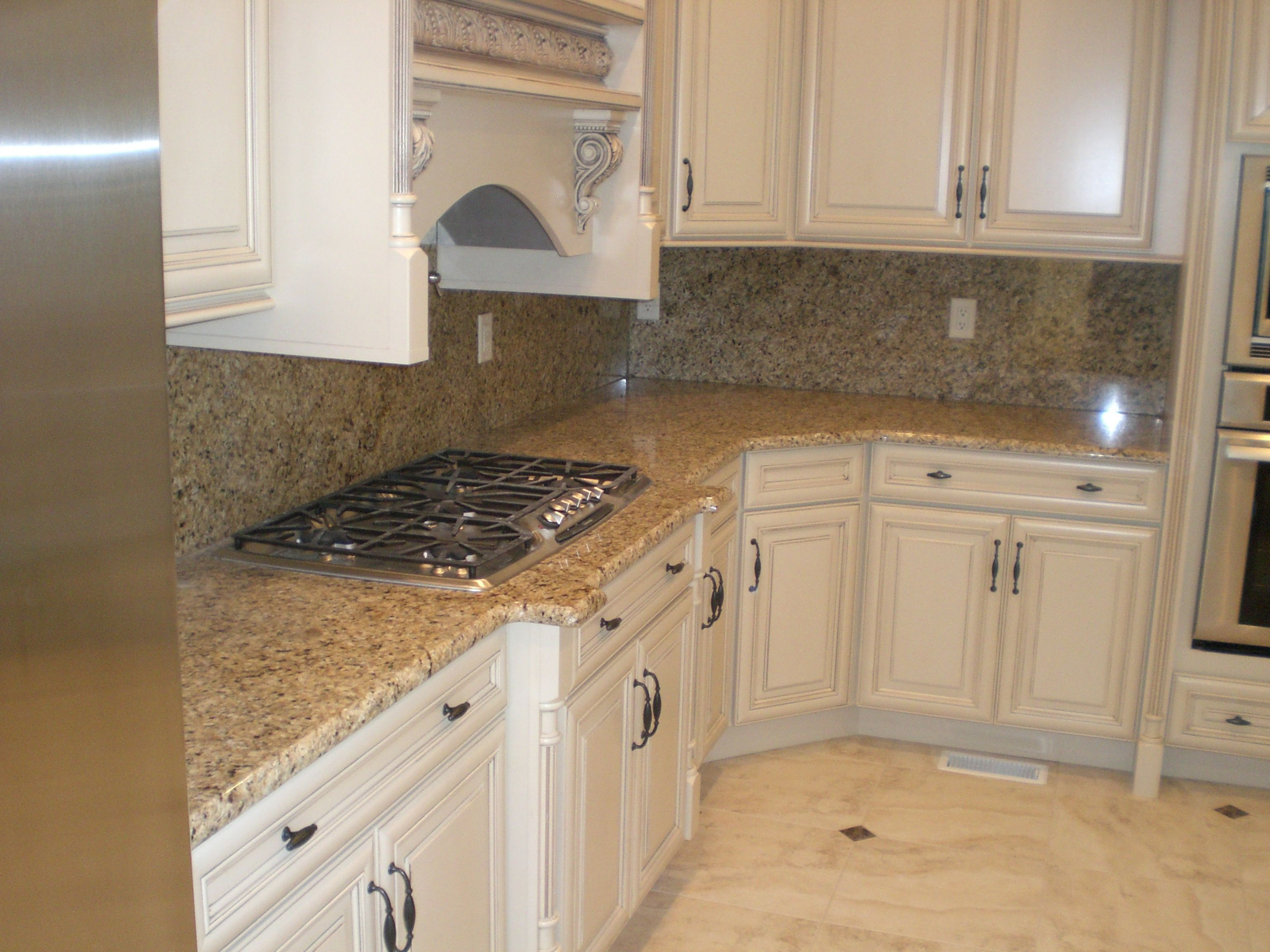 Kashmir Gold Granite Kitchen Cabinet Color Differences And Love The Color Of The Counter Tops