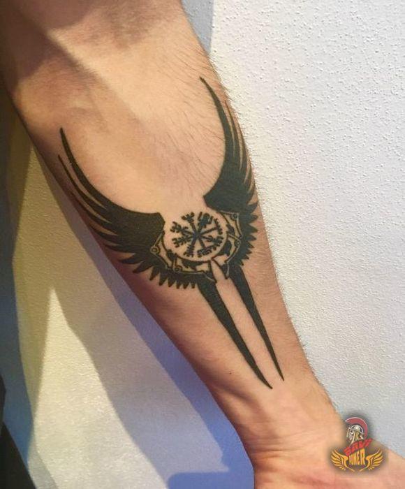 Viking Compass Vegvisir Tattoo #vikingsymbols