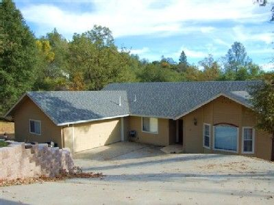 VRBO.com #3166826ha - Elegant Home-Open Living Space,Large Deck W/Retractable Awning,New Game Room.