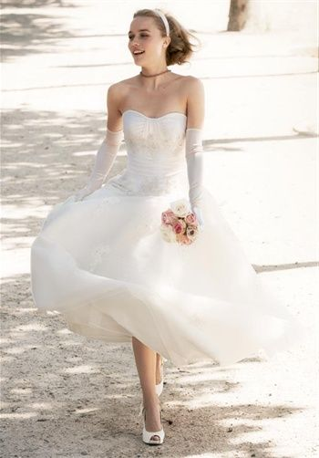 I've never like short wedding gowns till I saw this one.  So pretty!    Snow White - ish!  Gown features beading and lace.