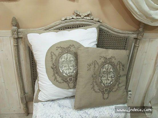 LOVE LOVE LOOOVE these pillows & that chair!