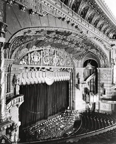 The Roxy Theater One Of New York City S Greatest Lost Palaces New York Tours Roxy Theater Vintage New York