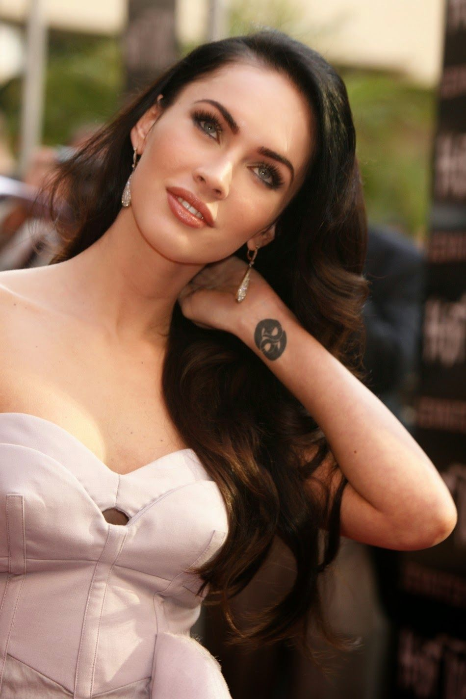 What did actress Megan Fox look like before and after plastics: features and interesting facts 72