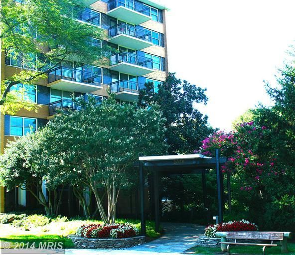 Amazing views from the balcony of this one bedroom, one bathroom condo in Arlington, just a mile from the Courthouse Metro stop.  Brought to you by Sichan Hul of The E4Realty Group of Pearson Smith Realty!