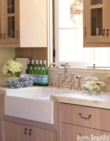 Beautiful Farmhouse Sink and Cabinet