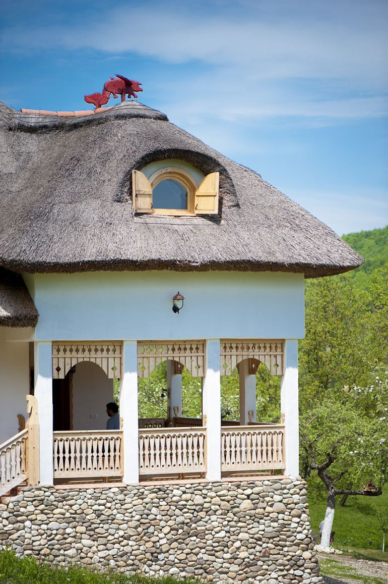Adelaparvu despre casa traditionala romaneasca reinterpretata foto dragos boldea also best wao houses images home decor modern house design rh pinterest