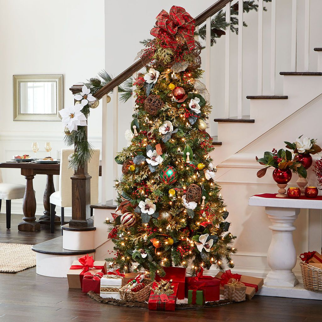 Make Your Home Merry This Holiday With A Classic Christmas Tree Amazing Christmas Trees Traditional Christmas Tree Luxury Christmas Decor