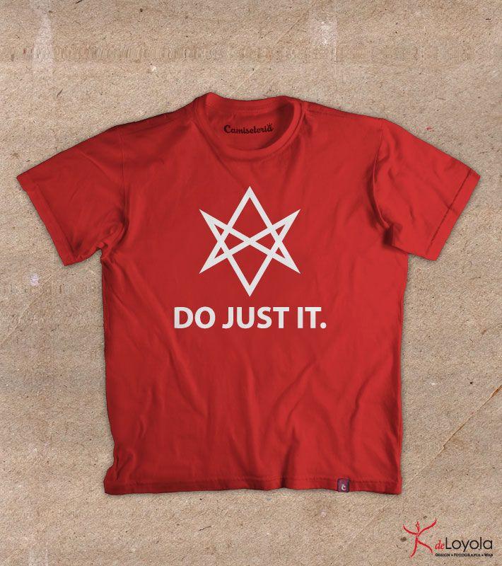 Estampa 'Thelema: Do Just It' no Camiseteria.com. Autoria de Paulo de Loyola http://cami.st/d/53322