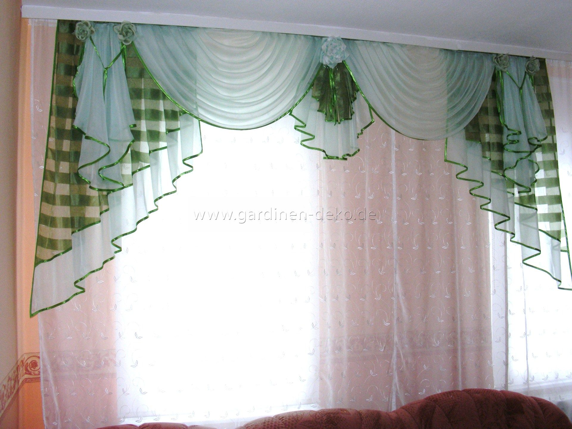 Klassischer Vorhang fürs Schlafzimmer in weiß grün beige   http