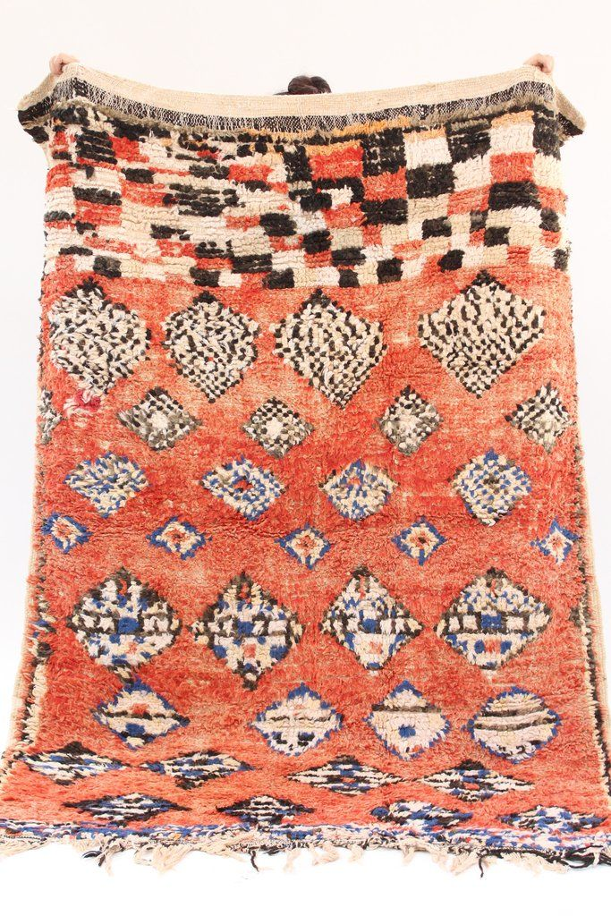 Morocco's Berber craft Azilal rugs. They can also be hung on walls. Authentic vintage rugs that make a warm statement. Made from sustainable materials by local artisans – including cotton and wool. Ea