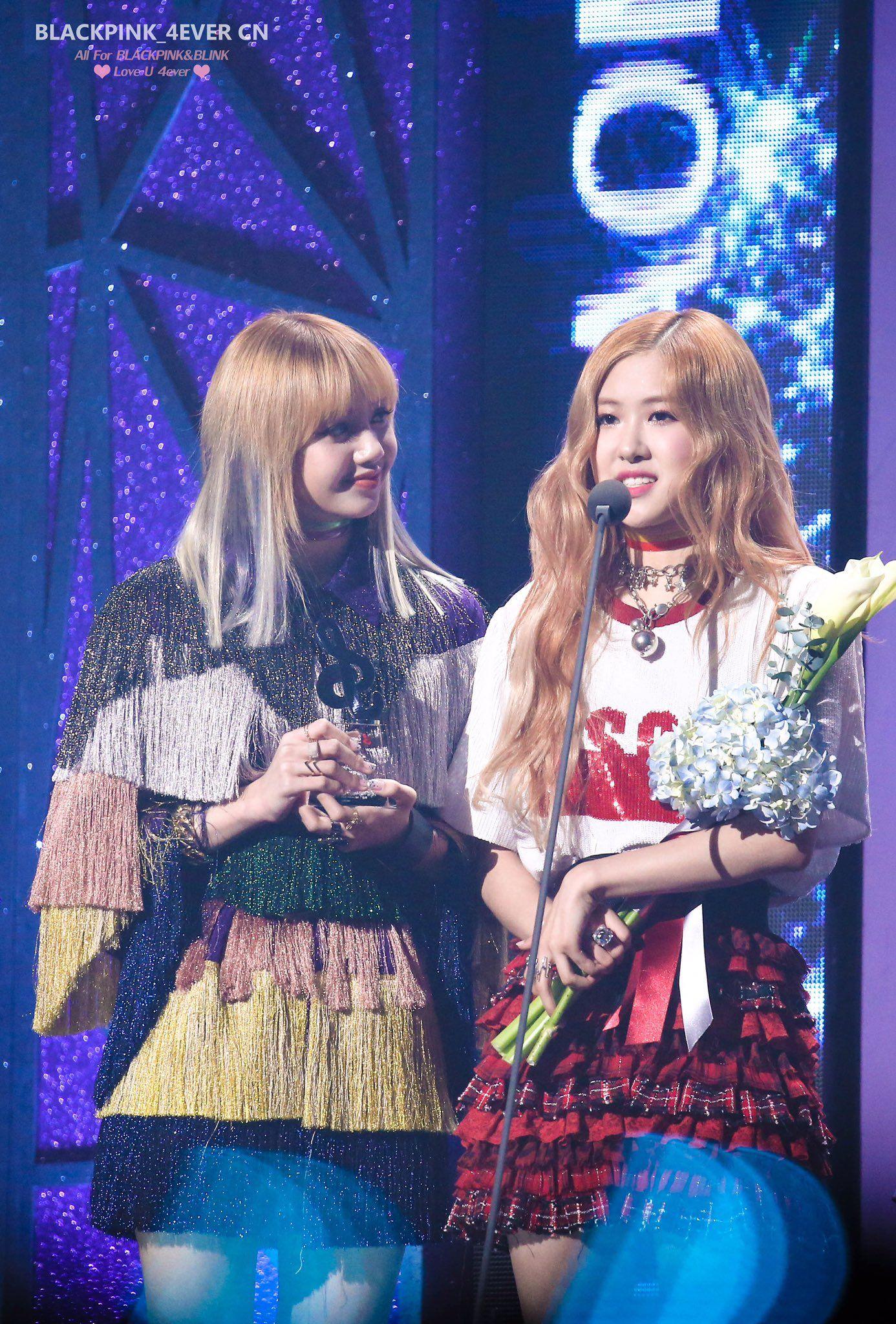 "BLACKPINK_4EVER CN on Twitter: ""170222【HQ】가온차트 Gaon Chart Music Awards  #BLACKPINK #블랙핑크 #ROSÉ #LISA  #로제 #리사 https://t.co/iV9q34N9Xq"""