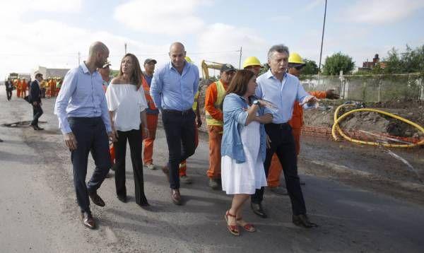 Vidal acompañó a macri a supervisar las obras de pavimentación en el partido bonaerense de Quilmes