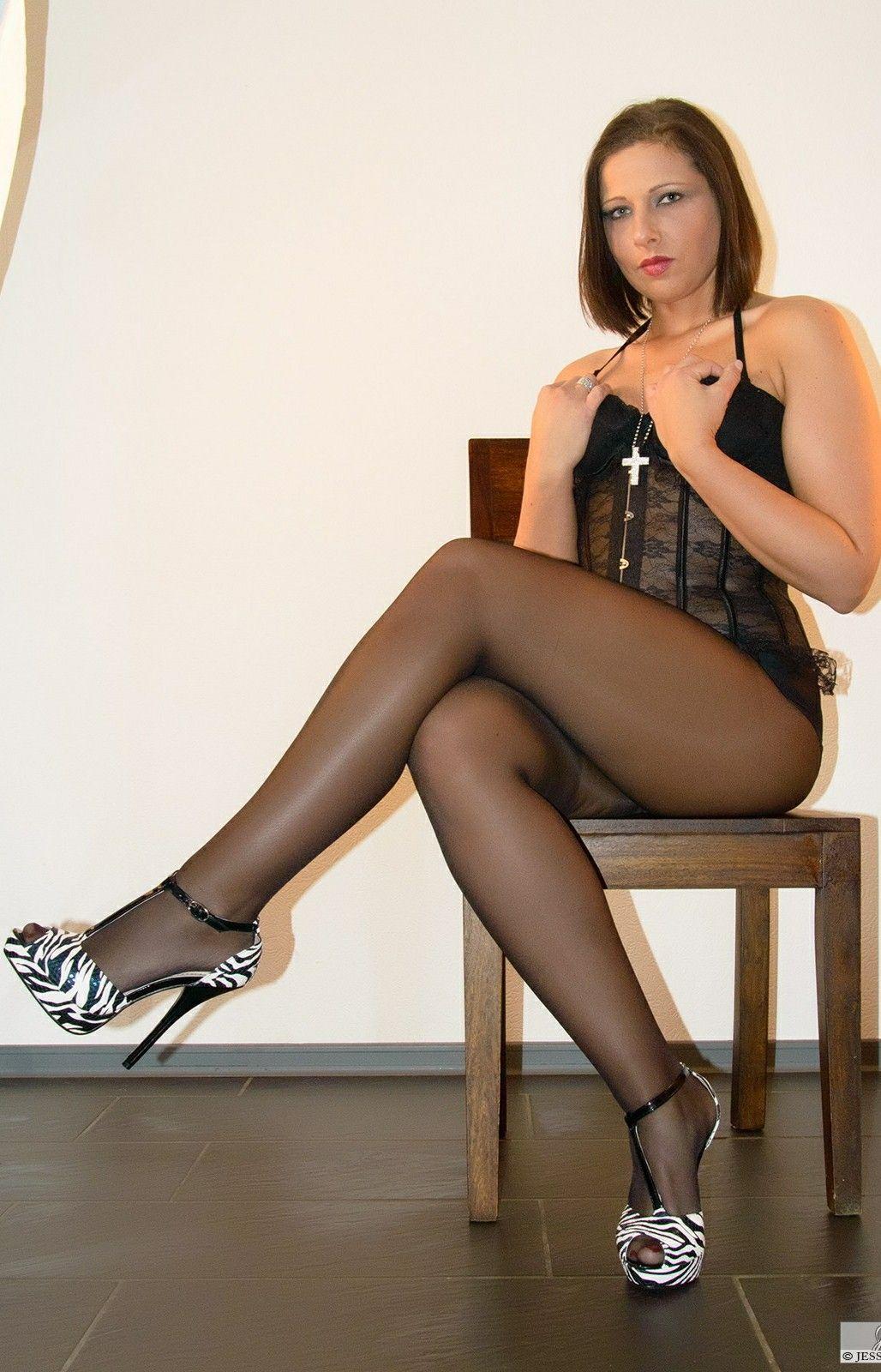 Jess-legs Jessica Simpson