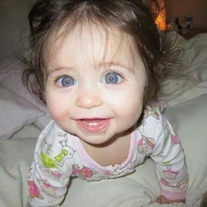 I just wanna eat her up. Cute baby