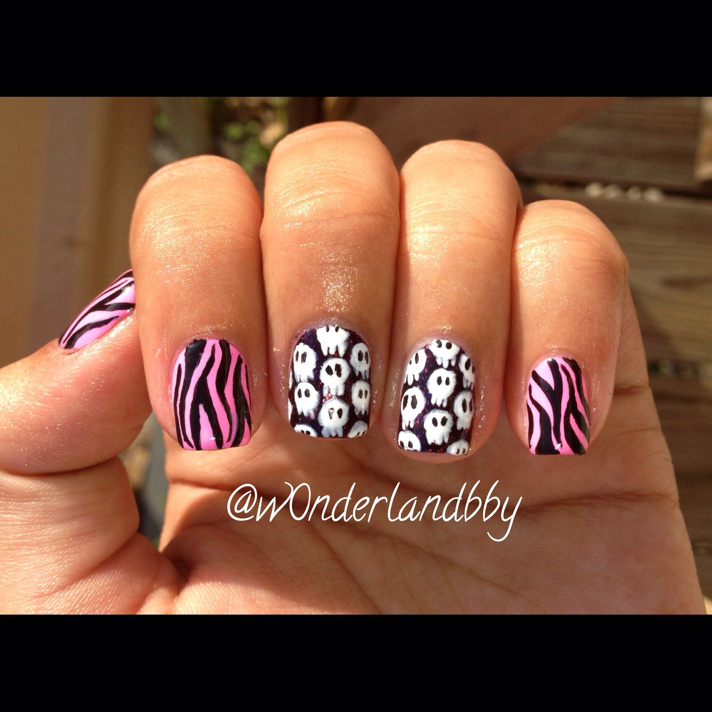 @pinkflyingcow inspired mani! Skulls and zebra print! Love it! The undie for the skulls is China Glaze Howl You Doin! Wish you could see the sparkly goodness!