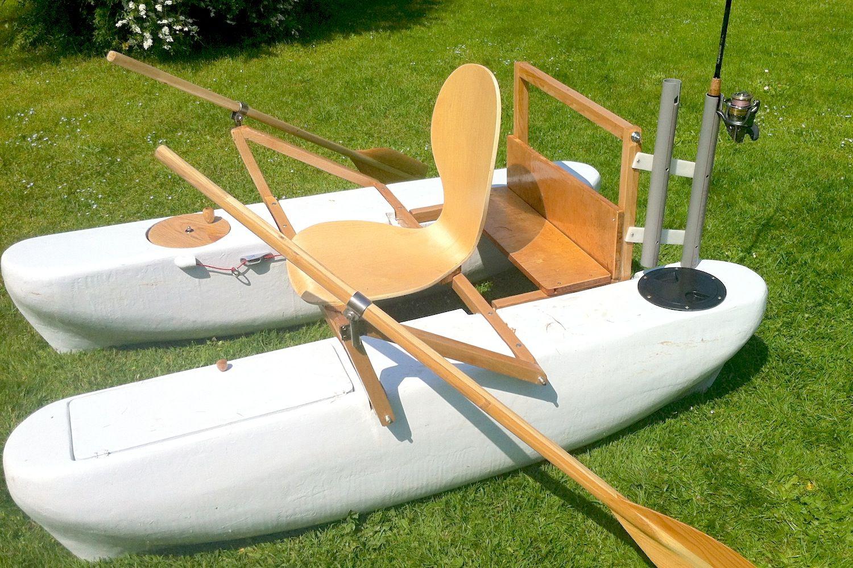 Mini pontoon boat with rod holders diy boat pinterest for Fishing rod holders for pontoon boats