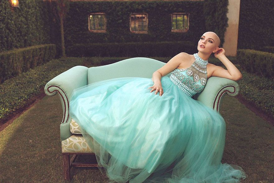 17-Year-Old With Cancer Just Made A Very Powerful Statement After Losing Her Hair