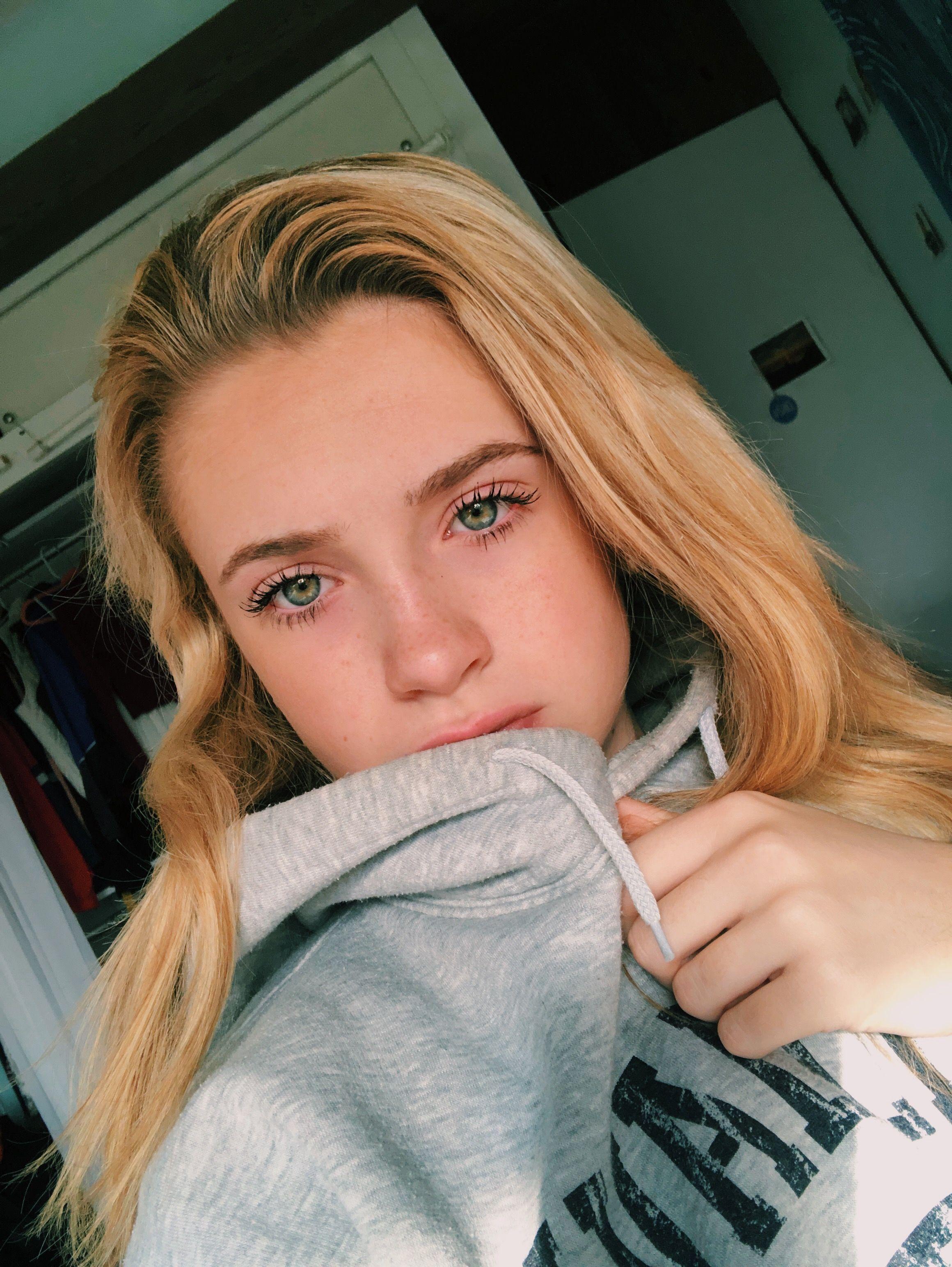 Golden Hour Golden Hour Selfie Green Eyes Gray Sweatshirt