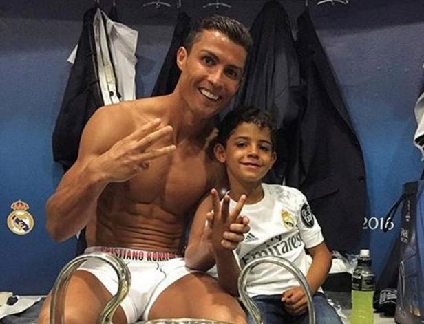 Ronaldo Đã Định Hướng Tương Lai Cho Con Trai