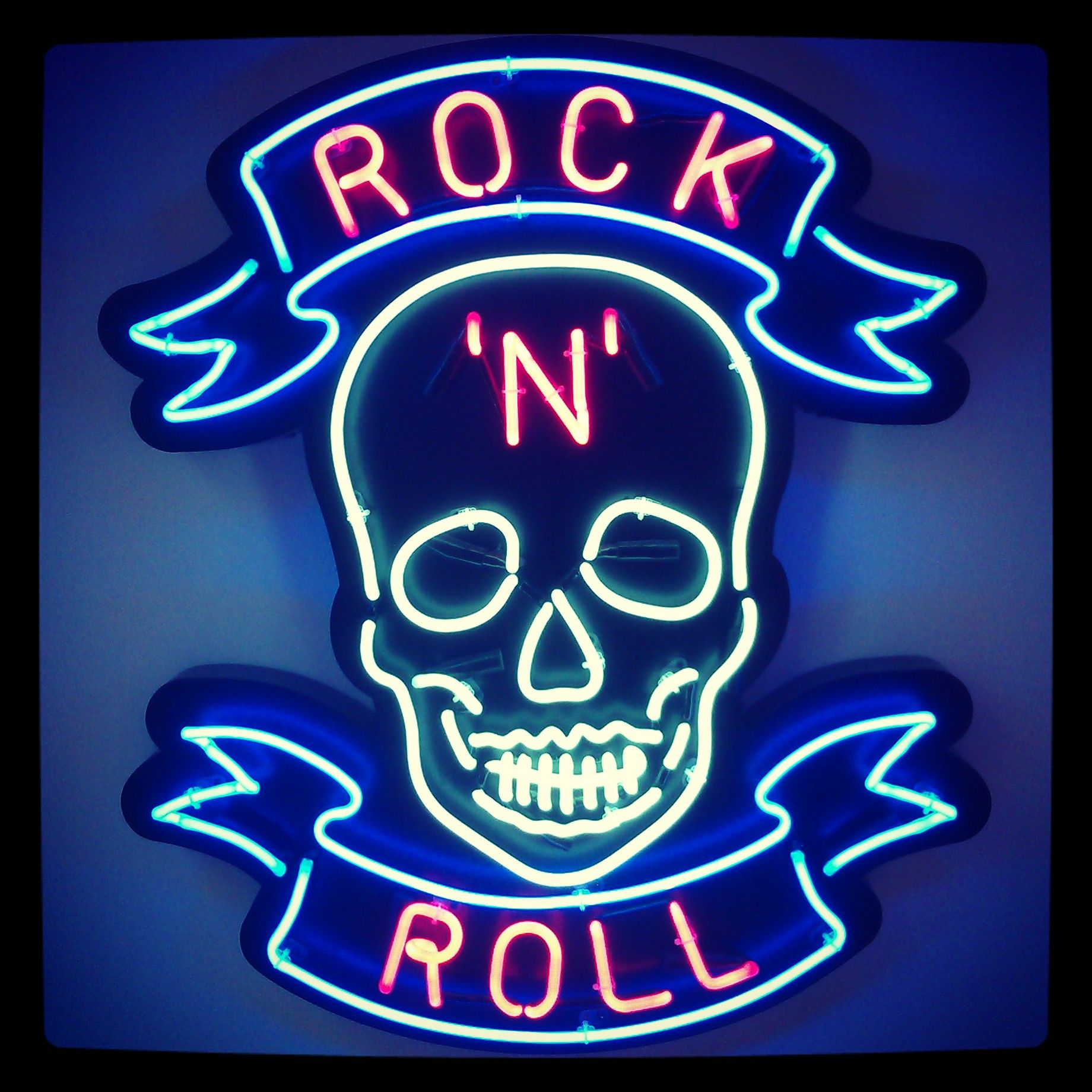 Rocking It Signs ~ Rock n roll chris bracey london show eastcastle st