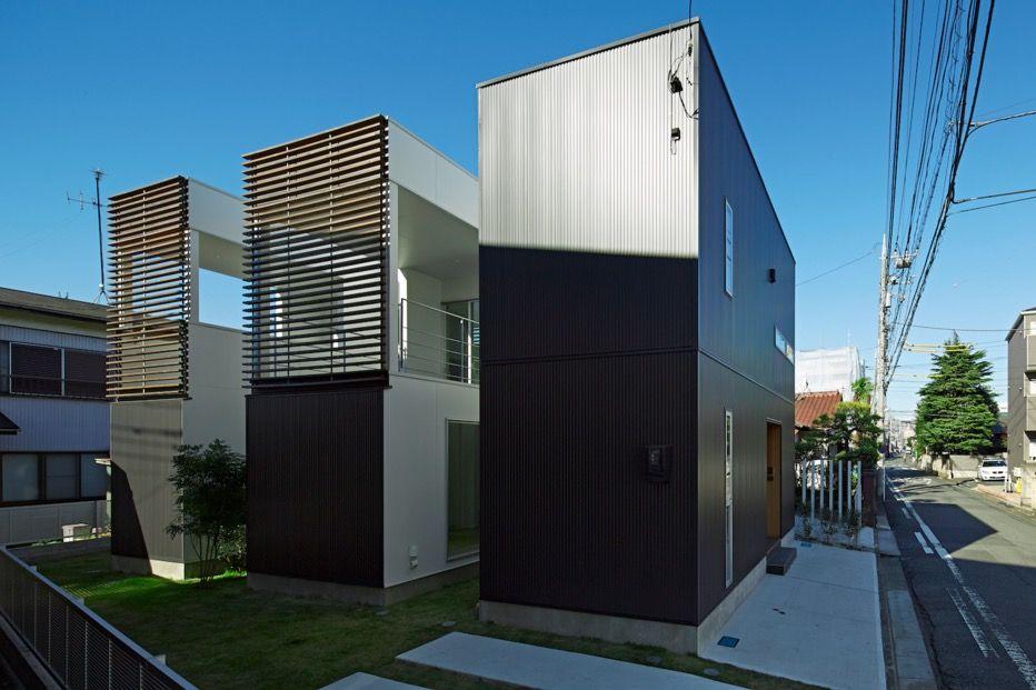 Maison minimaliste avec un bardage en acier galvanis for Ma maison minimaliste