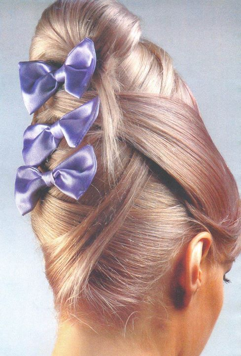chignon banane avec noeud (With images) | Hair pieces, Chignon updo, Vintage hairstyles