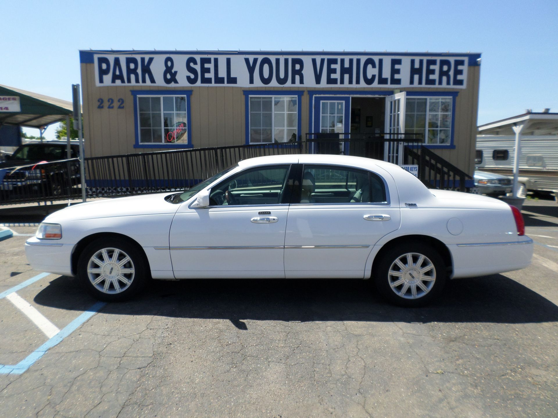 Car For Sale 2006 Lincoln Town Car Signature Limited In Lodi Stockton Ca Lincoln Town Car 2006 Lincoln Town Car Cars For Sale