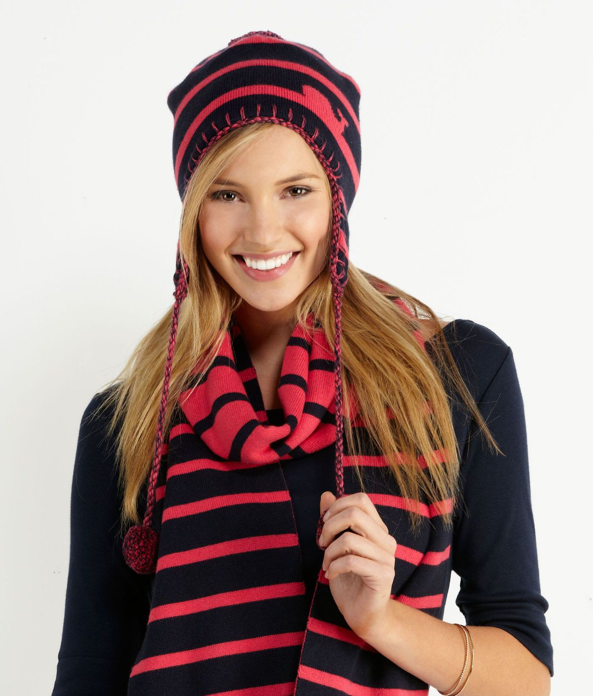 Vineyard Vines Winter Whale Hat and Scarf...WANT  5c1ae02f9503