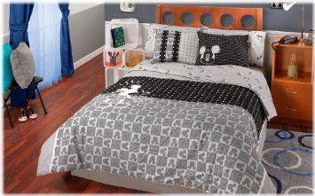Amazon Com Disney Mickey Mouse Complete 8 Pc Comforter Set Queen Home Kitchen Comforter Sets Comforter Bedding Sets Childrens Comforters