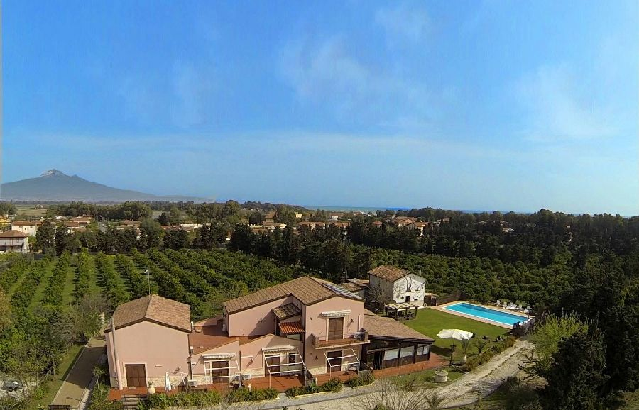 Check availability and booking methods of the agriturismo Sicily Country House & Beach. Sicily Country House & Beach Half board, Full board, Bed & Breakfast offers apartments and rooms in Catania near to Catania.