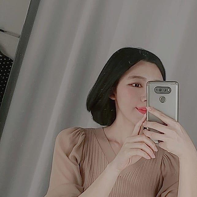 힝  #셀카#여자#거울#흑발#daily#서울#seoul#like#단발#블랙#셀스타그램#헤어#얼스타그램#좋아요#girl#selca#일상#옷#단발머리#잠실#브라운#거울셀카#style#follow #얼스타그램