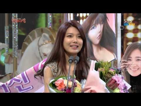 SBS [2013연예대상] -  MC부문 신인상 '수영'