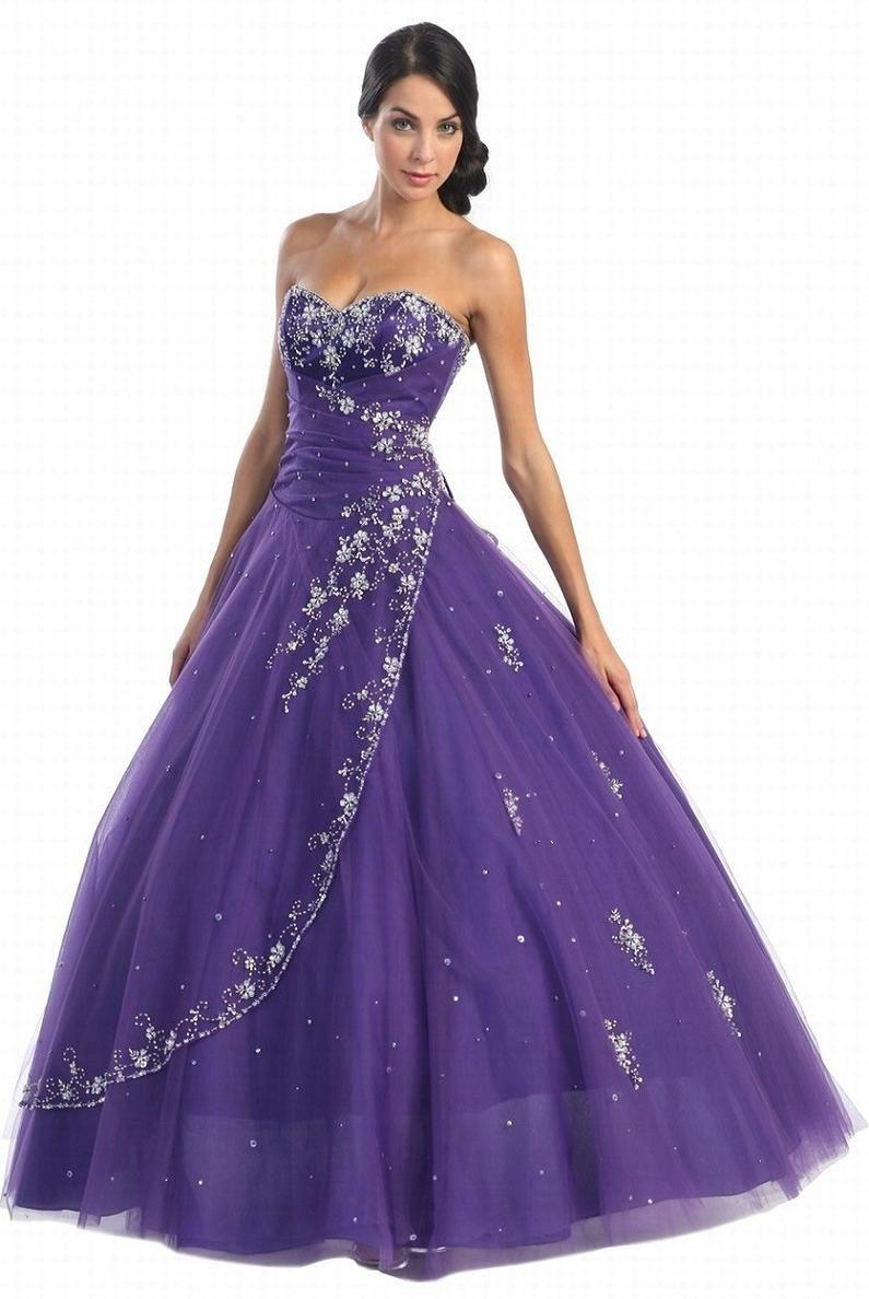 Continuer à faire vivre sa robe de mariée.   Purple wedding, Wedding ...