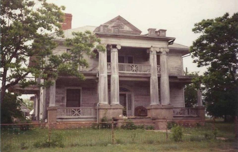 Hamilton TX | Abandoned mansions, Old abandoned houses ...