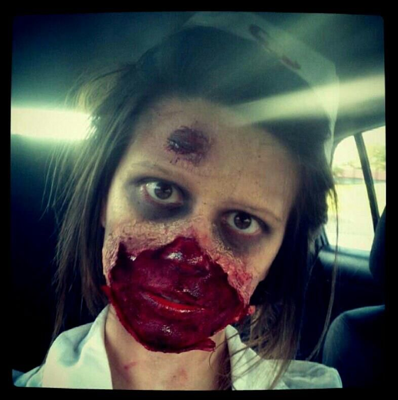 foto de This is me (Alexandria Anthony) and my makeup for zombie walk this year So fun Here's a tutori